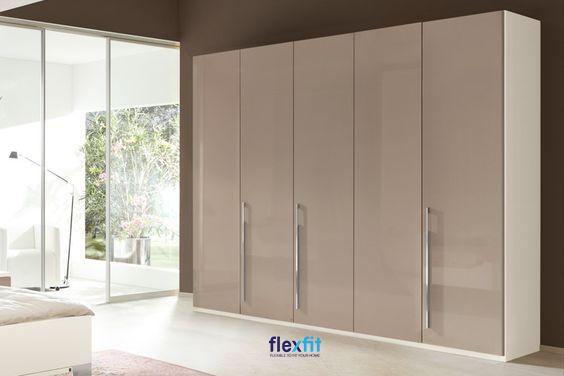 Tủ quần áo 5 buồng lõi MDF phủ lớp Melamine giá thành hợp lý. Tông màu xám - trắng mang nét đẹp hiện đại cho sản phẩm và căn phòng.