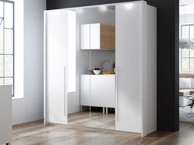 Mẫu tủ quần áo có gương này được làm từ gỗ công nghiệp với thiết kế gương ở giữa tiện lợi. Phần cánh tủ được sơn màu trắng giúp tạo cảm giác căn phòng rộng thoáng hơn.