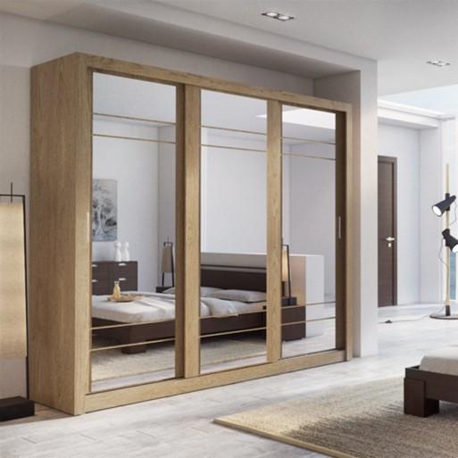 Tủ quần áo có 3 gương chính là 3 cánh tủ tạo thành chiếc gương lớn phản chiếu cả không gian phòng.