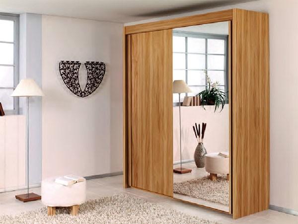 Mẫu tủ quần áo cửa lùa có gương tối ưu không gian, đồng thời giúp căn phòng trở nên thoáng đãng hơn, rất phù hợp với các phòng nhỏ. Tủ có màu vân gỗ với những đường vân tự nhiên mang đến sự gần gũi, thân thiện.