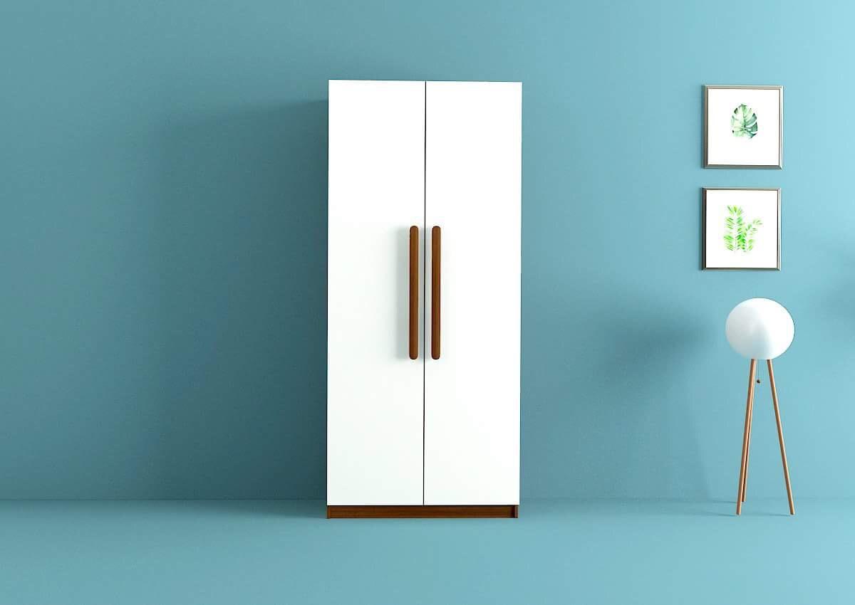 Mẫu tủ quần áo 1m này sở hữu tông màu trắng cùng thiết kế hai cánh đơn giản, hiện đại. Phần tay cầm và đáy tủ màu vân gỗ trầm nổi bật trên nền tủ trắng.