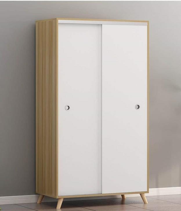 Đây là mẫu tủ quần áo có kích thước 1m chiều ngang, cánh tủ được thiết kế ở dạng trượt giúp dễ dàng kéo mở. Chân tủ cao hơn mặt sàn giúp chống ẩm mốc hiệu quả. Tủ được sơn màu trắng dễ dàng phối hợp với các màu sắc khác nhau trong căn phòng như: màu nội thất, màu sơn tường.