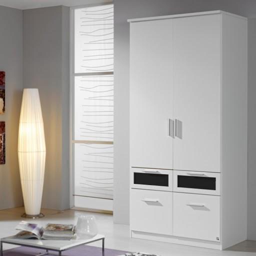 Mẫu tủ quần áo 1m này tạo hiệu ứng thẩm mỹ tốt, ấn tượng khi phối hợp tông màu trắng điểm xuyết ô ngăn kéo màu đen. Chân tủ phủ kín mặt sàn giúp tủ đứng chắc chắn, chất gỗ công nghiệp xử lý kỹ càng giúp hạn chế ẩm mốc.