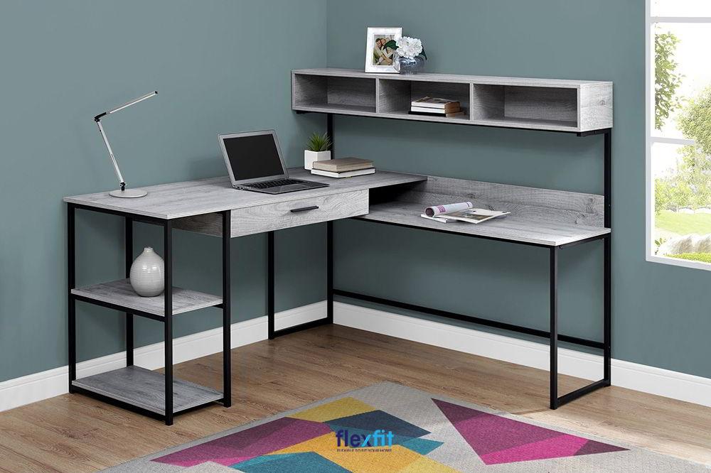 Bàn làm việc màu xám hiện đại, thiết kế độc đáo, tích hợp nhiều ngăn, ô tủ để sách, đồ trang trí mang lại sự tiện lợi và tính thẩm mỹ cao.