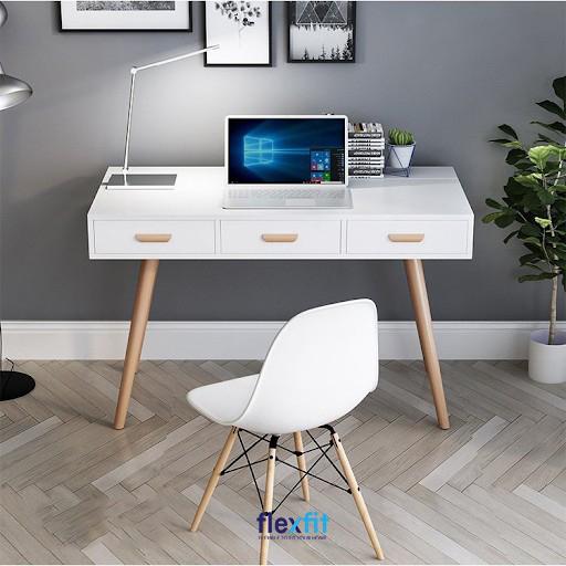 Được thiết kế theo phong cách Bắc Âu chiếc bàn làm việc tông trắng thanh lịch này đang rất được ưa chuộng. Bàn sở hữu 3 ngăn kéo giúp bạn cất giữ các vật dụng dễ dàng theo phân loại.