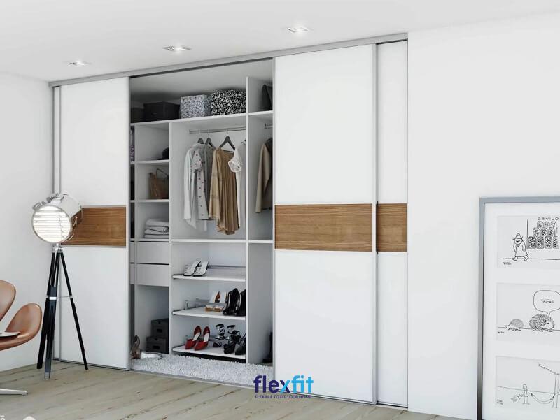 Tủ quần áo cánh lùa dạng âm tường tiết kiệm diện tích tối đa cho phòng nhỏ.