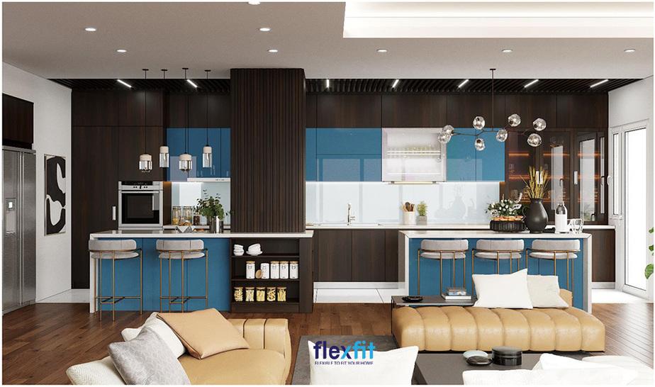 Đây là một trong những mẫu tủ bếp đẹp và ấn tượng nhất mà Flexfit đã thiết kế - thi công. Gian bếp được thiết kế giống như một quầy bar mini giúp không gian nhà bạn trở nên vô cùng thu hút. Đặc biệt, màu sắc là điểm cộng lớn của mẫu tủ bếp này. Các gam màu xanh dương - trắng - nâu đen vân gỗ trầm hòa quyện hoàn hảo mang lại sức sống và sự tươi mới.