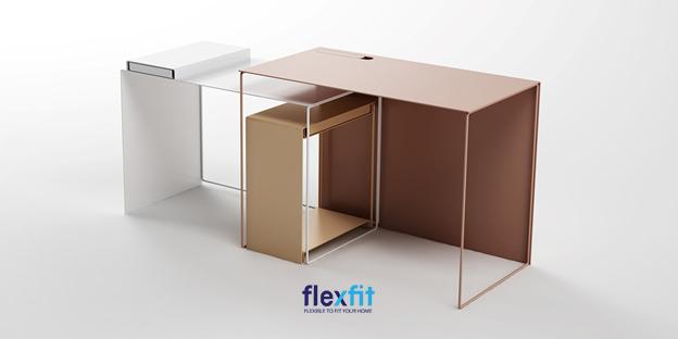 Mẫu bàn làm việc khung sắt thông minh, có thể mở rộng thêm không gian làm việc nhờ thiết kế lồng ghép. Màu trắng và vân gỗ đan xen nhau tạo thêm điểm nhấn cho phòng làm việc.