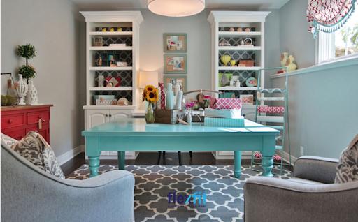 Táo bạo chọn mẫu bàn tươi tắn, mới lạ sẽ mang lại cảm giác hứng khởi khi làm việc. Màu sơn xanh mát tạo sự dễ chịu, tạo sự tập trung cao độ, đồng thời tạo điểm nhấn riêng biệt cho cả căn phòng.