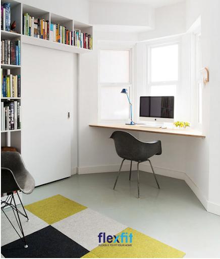 Bàn làm việc sáng tạo treo tường là lựa chọn lý tưởng cho những căn phòng có cửa sổ, tận dụng được nguồn ánh sáng tự nhiên. Bàn thiết kế không chân, thường được gắn vào góc tường, thích hợp cho những ai ưa thích sự tối giản.