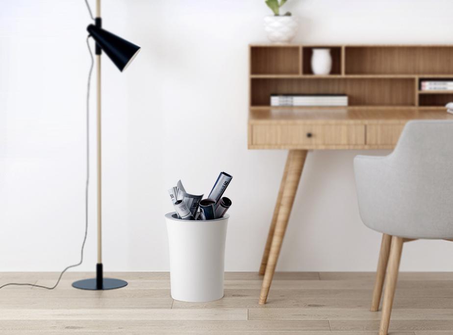Sọt rác tiện ích dưới gầm bàn sẽ giúp bạn đỡ tốn thời gian di chuyển bỏ rác