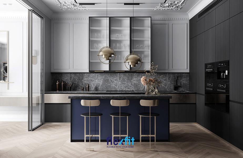 Không gian bếp trầm nhưng sang trọng với các gam màu tối là chủ đạo cùng thiết kế quầy bar nhỏ đơn giản