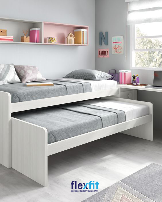 Phối hợp giường ngủ với bàn học và kệ gắn tường là giải pháp thông minh giúp bạn tiết kiệm không gian sống.