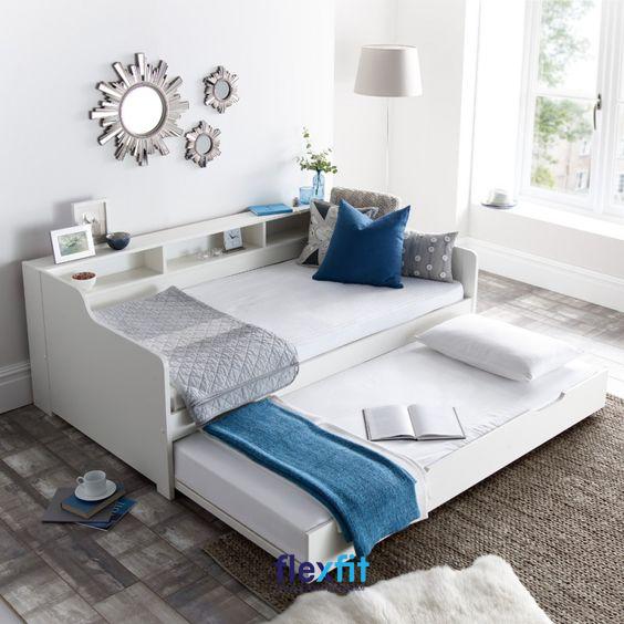 Giường ngủ 2 tầng thấp gây ấn tượng bởi những đường cong mềm mại, mang lại vẻ đẹp nhẹ nhàng, tinh tế cho căn phòng.