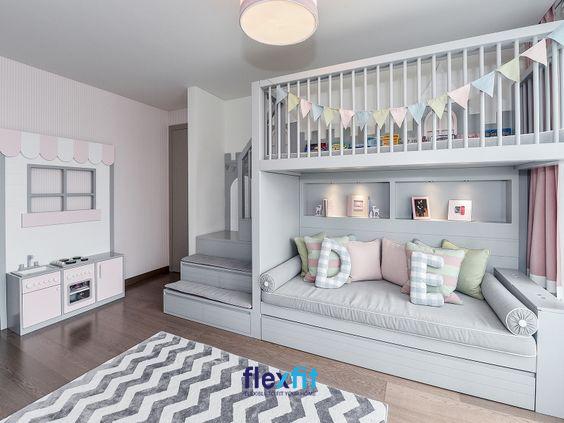 Mẫu giường ngủ tầng được bố trí thêm các ô trang trí vô cùng sáng tạo và tiện lợi. Chỉ cần kết hợp với một vài phụ kiện trang trí: hình dán, hình vẽ tường, cờ… bạn đã có một căn phòng hoàn hảo.