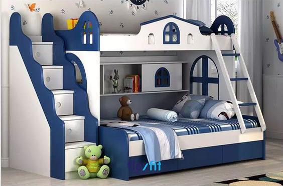 Giường tầng được thiết kế biến hóa đa dạng và trang trí thành các ô cửa vô cùng đẹp mắt chắc chắn chính sẽ khiến cho bé trai nhà bạn vô cùng thích thú.