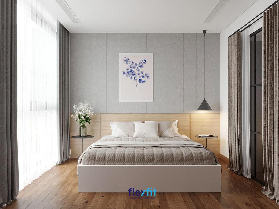 Căn phòng sử dụng nội thất hết sức đơn giản nhưng vẫn gây được ấn tượng nhờ hệ rèm cửa hai lớp che khung cửa lớn