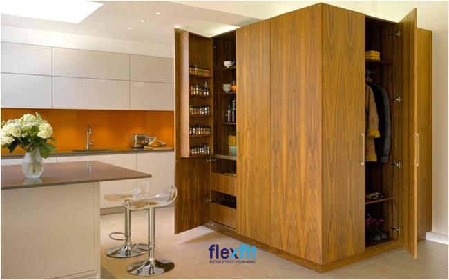 Tủ đứng dạng hình hộp giúp bạn dễ dàng di chuyển và sắp xếp vị trí một cách phù hợp.