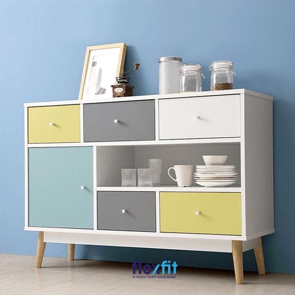 Tủ bếp đứng gỗ công nghiệp được trang trí các màu sắc ấn tượng giúp không gian bếp trở nên cá tính hơn.