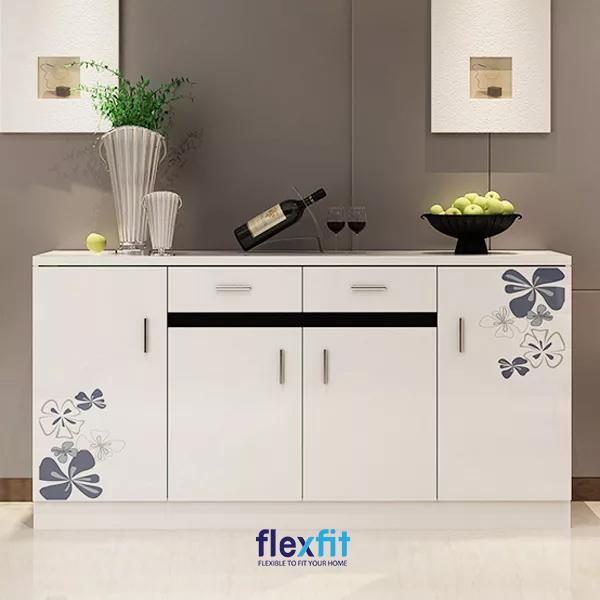 Bạn có thể tận dụng mặt tủ để bày trí đồ dùng hoặc đồ trang trí để tăng vẻ đẹp cho gian bếp.