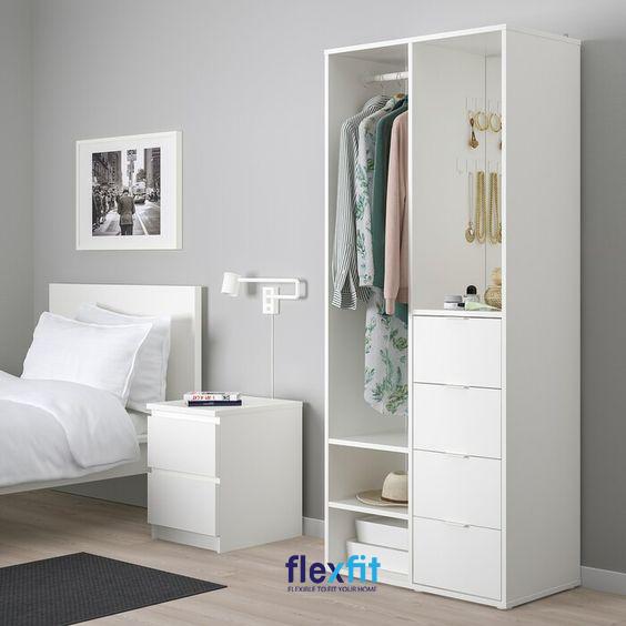 Mẫu tủ quần áo không cánh màu trắng luôn phát huy tối đa ưu điểm của chúng khi luôn mang lại vẻ đẹp hiện đại, sang trọng cho căn phòng.