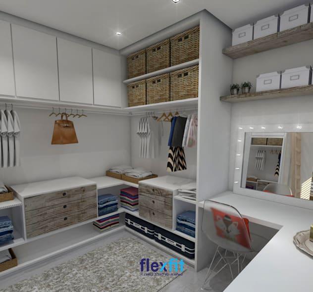 Không chỉ nhiều ngăn giúp bạn thuận tiện khi sắp xếp và lưu trữ đồ, mẫu tủ quần áo này còn tích hợp cả bàn trang điểm rất tiện dụng