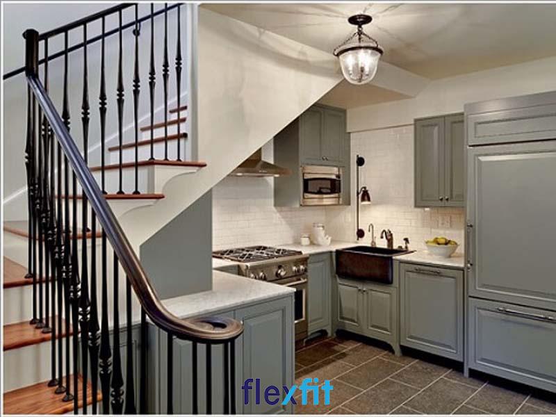 Mẫu thiết kế phòng bếp nhỏ đẹp đơn giản dưới gầm cầu thang