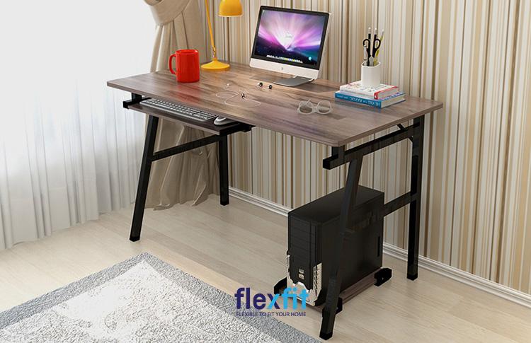 Không chỉ giúp mặt bàn trở nên chắc chắn, chân kim loại được thiết kế với nhiều hình dáng khác nhau mang lại tính thẩm mỹ cao.