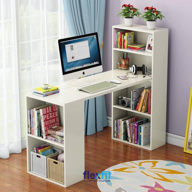 Kệ sách được thiết kế ấn tượng và được tận dụng cả ở phía chân bàn giúp tăng diện tích trữ đồ của bạn.