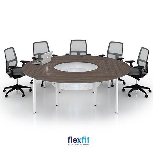 Bàn làm việc hình tròn rất thích hợp dùng cho phòng họp, hội nghị.