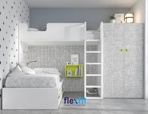 Tận dụng khéo léo khoảng trống giữa tầng 1 và tầng 2 của giường giúp bạn có thể 1 kệ sách nhỏ xinh rất tiện lợi cho con.