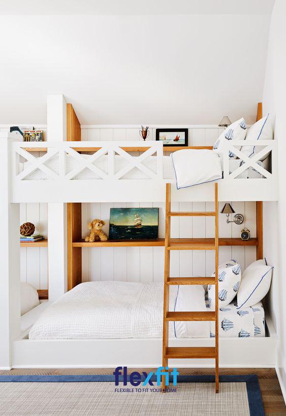 Mẫu giường ngủ này thiết kế thêm phần kệ sách vô cùng sáng tạo giúp bạn có không gian lưu trữ đồ và trang trí một cách hiệu quả.