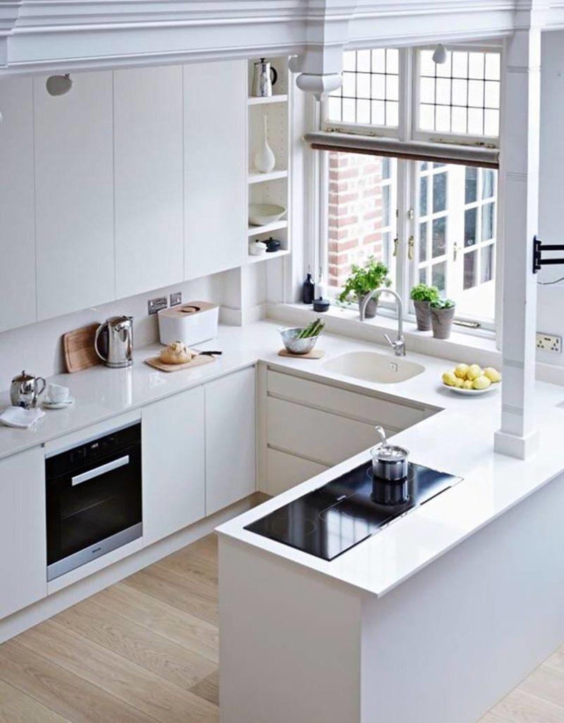 Với tông màu trắng phòng bếp nhỏ trở nên rộng rãi và thoáng mát hơn
