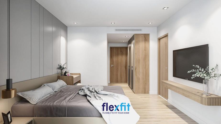 Mẫu giường phòng ngủ này sử dụng tông màu xám lạnh của phần đệm, cộng với việc pha một chút nâu sáng của phần giường đậm chất Âu.