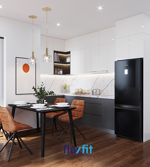 Một mẫu tủ bếp chữ L đáng quan tâm dành riêng cho các phòng bếp nhỏ. Tủ được làm từ Lõi MDF chống ẩm, tủ bếp trên bề mặt Acrylic, tủ bếp dưới bề mặt Laminate. Hệ thống đèn chiếu sáng phản chiếu vào mặt tủ rất bóng đẹp