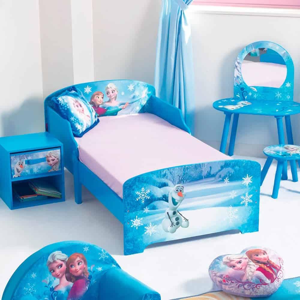 Hoặc bạn có thể dán giường tủ với bộ giấy dán nữ hoàng băng giá
