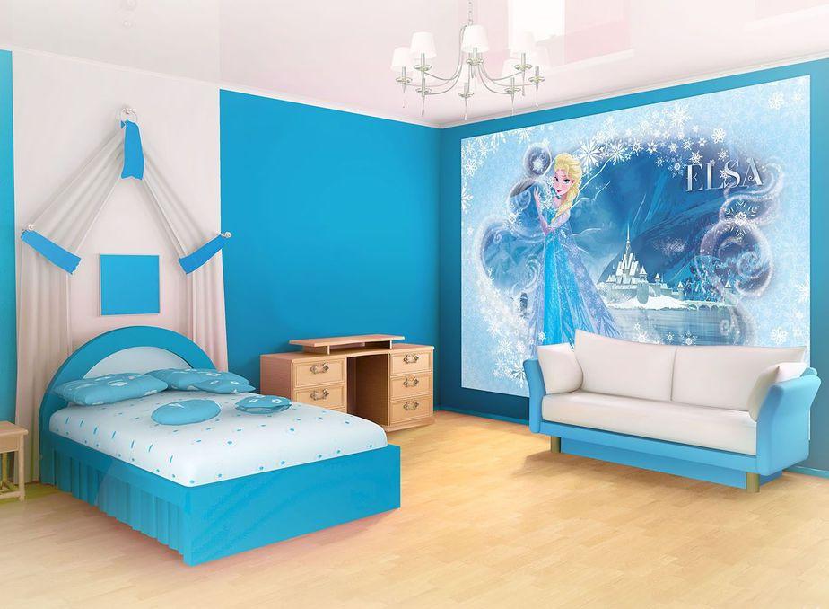 Phòng ngủ tông màu xanh với hình vẽ trên tường