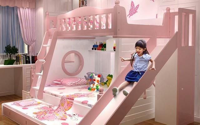Tích hợp cầu trượt trên giường tầng làm nơi vui chơi và tiện cho sự di chuyển của bé