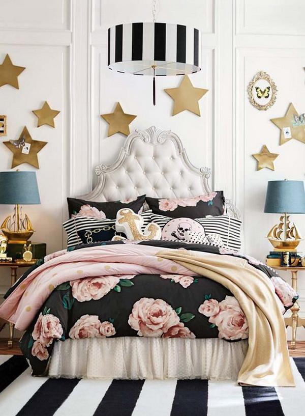 Phối hợp giữa hoa hồng và ngôi sao đã tạo nên tổng thể căn phòng tuyệt đẹp
