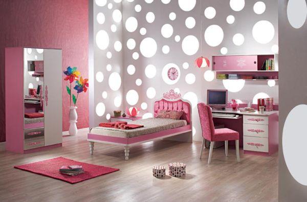Bạn có thể âm đèn vào tường để bổ sung ánh sáng cho căn phòng
