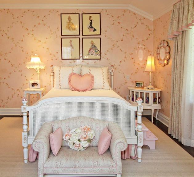Bạn có thể trang trí những bức tranh hình công chúa trên đầu giường của bé