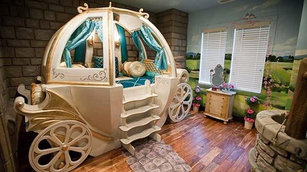 Hoặc một cỗ xe cổ tích chở những giấc mơ bé đi xa