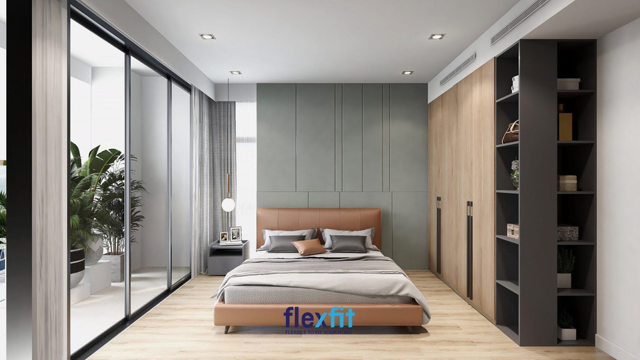 Phòng ngủ được thiết kế ban công rộng rãi giúp căn phòng tràn ngập ánh sáng tự nhiên, mang lại sự thoáng đãng, tươi mới. Ngoài ra, sự kết hợp đồng điệu giữa các đồ nội thất mang lại vẻ đẹp hiện đại, đầy tinh tế cho căn phòng.