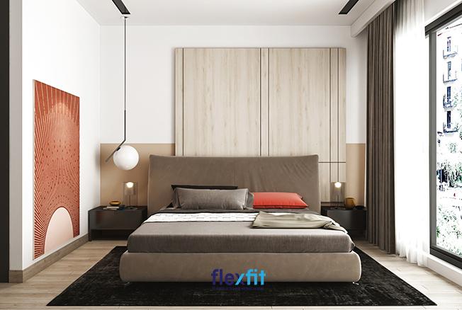 Những mảng tường trắng được chấm phá, tô điểm bởi những họa tiết trang trí đầy mới lạ, kết hợp với những đồ nội thất màu sắc độc đáo mang gam nâu chủ đạo giúp căn phòng trở nên ấm áp đầy sang trọng.