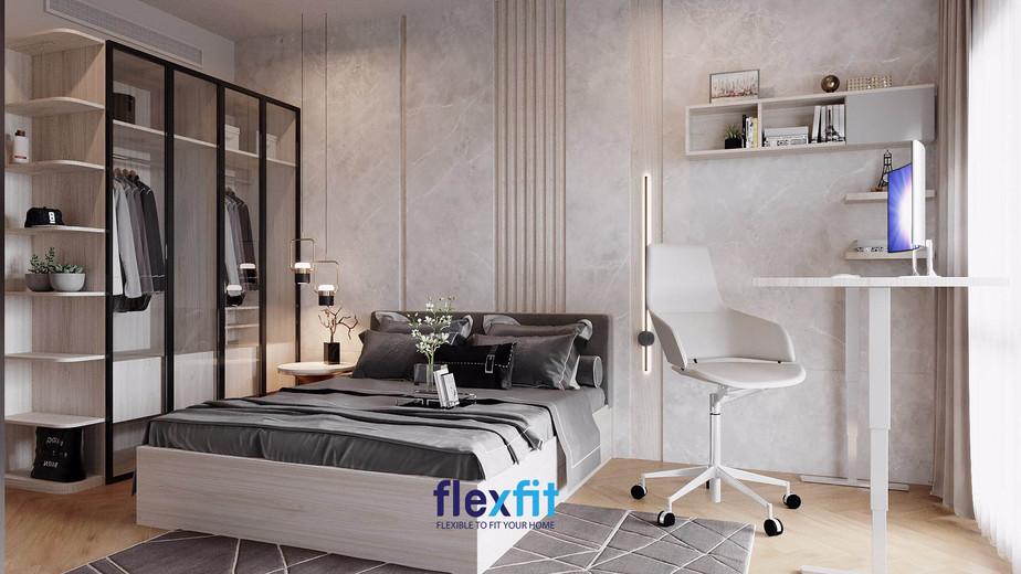 Với hệ thống đèn chiếu sáng và gạch ốp tường độc đáo đã tạo nên điểm nhấn nổi bật cho vẻ đẹp đầy sang trọng, quý phái của căn phòng. Ngoài ra, cách kết hợp kiểu dáng, màu sắc khéo léo giúp tôn vinh vẻ đẹp của nội thất cũng như toàn bộ căn phòng.