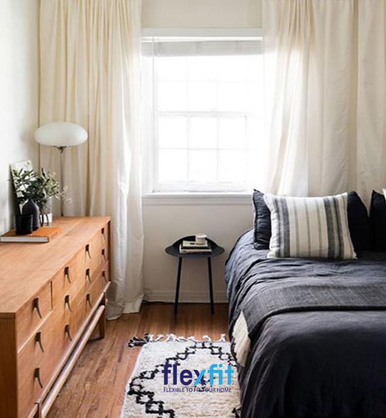 Thiết kế phòng ngủ dài hẹp gọn gàng, khoa học với cách bố trí giường ngủ sát một bên tường và sử dụng các nội thất khác chiều dài lớn, chiều ngang hẹp