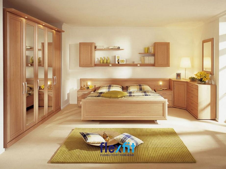 Gam màu nâu nhạt được sử dụng cho toàn bộ đồ nội thất trong phòng ngủ nhưng được kết hợp với màu trắng của sơn tường tạo nên một không gian thật rộng rãi và thoáng
