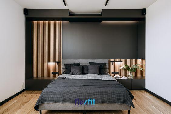 Căn phòng trở nên sang trọng, nổi bật và vô cùng cá tính nhờ vào sự kết hợp giữa các mảng tường trắng - đen đối lập. Ngoài ra, bức tường được trang trí bằng các thanh gỗ càng làm nổi bật vẻ đẹp cá tính