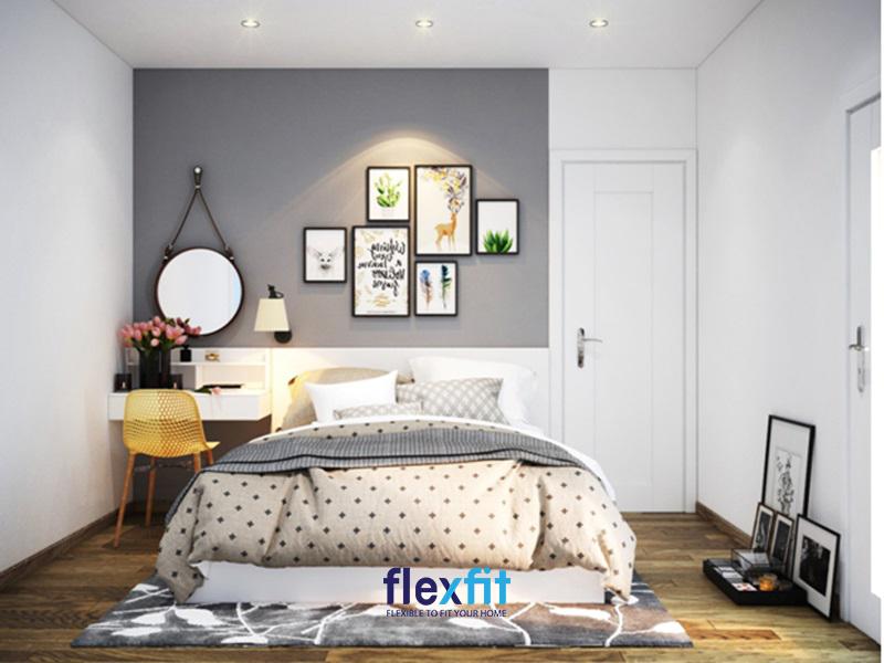 Mẫu thiết kế phòng ngủ 15m2 sang trọng và đẳng cấp với gam màu xám chủ đạo. Đầu giường treo những bức tranh đóng khung nhỏ độc đáo