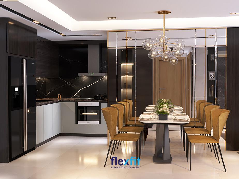 Căn bếp toát lên vẻ đẹp sang trọng, tinh tế với sự kết hợp khéo léo giữa các sản phẩm nội thất trong phòng.